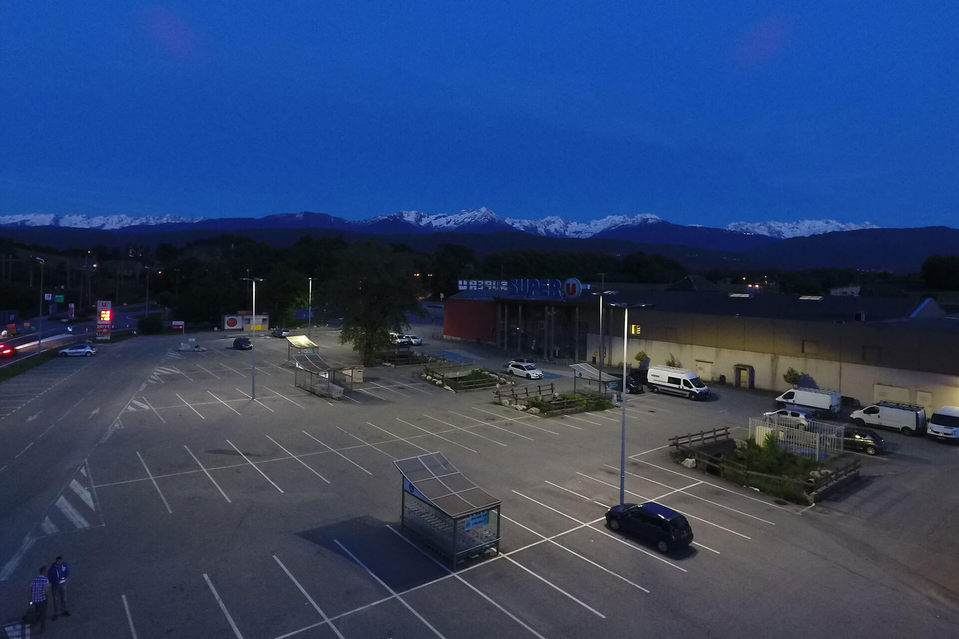 Schréder outdoor lighting solution improves visibility for a better customer experience at Super U in Montmelian