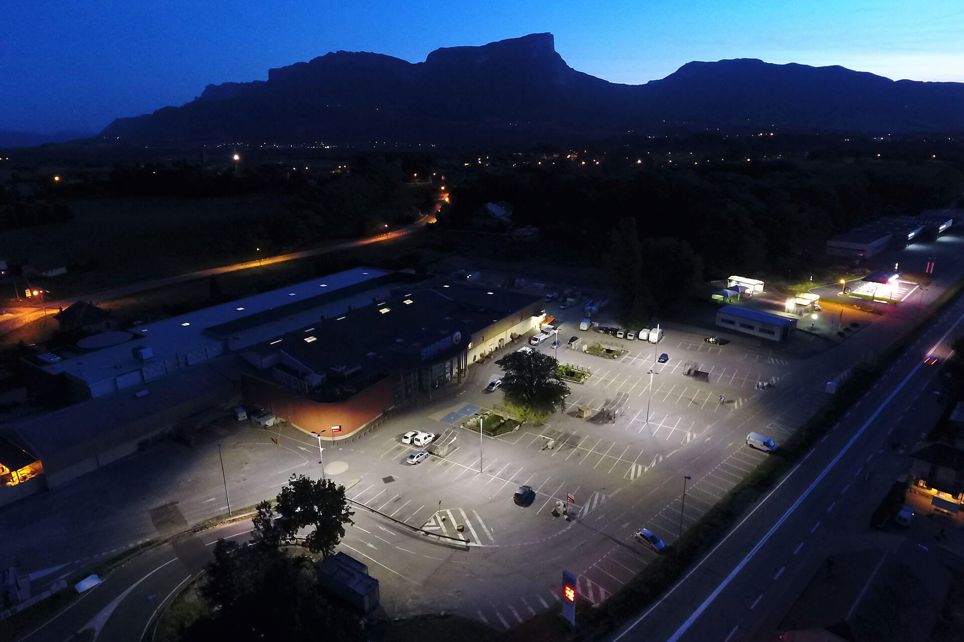 Schréder outdoor lighting solution ensures a safe and comfortable car park for visitors to this busy supermarket in Montmelian